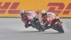 Marc Márquez y Jorge Lorenzo, en una curva en Brno. (AFP)