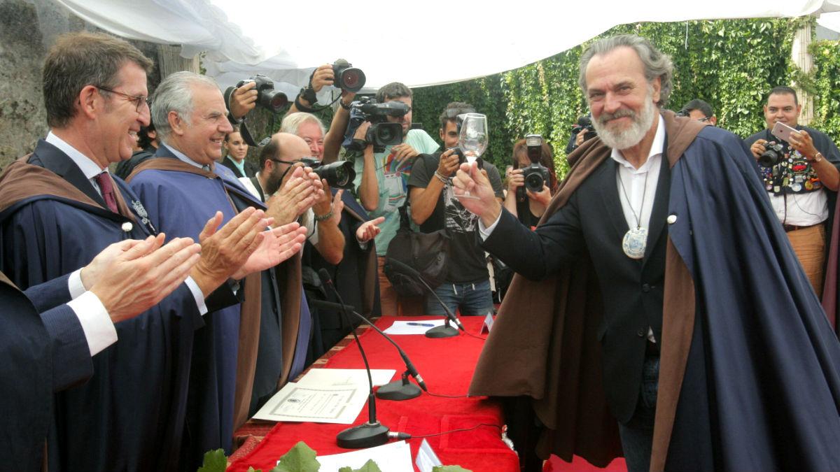 José Coronado recibe el premio ante el presidente de la Xunta Alberto Núñez Feijóo (Foto: Efe).
