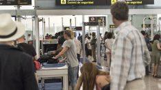 Control de seguridad en el aeropuerto de El Prat.
