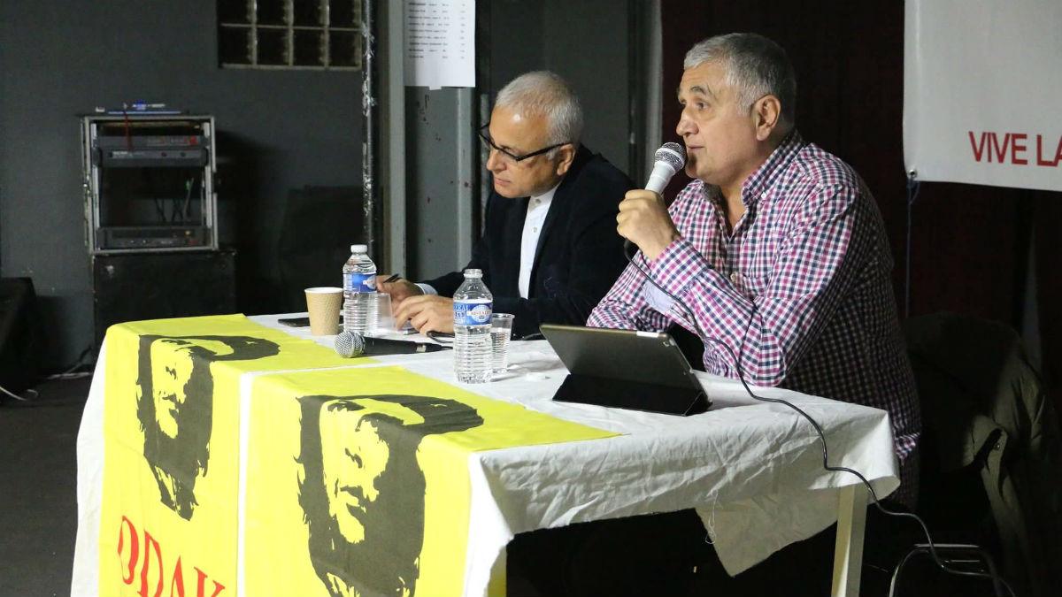 Hamza Yalçin, durante una conferencia en París.