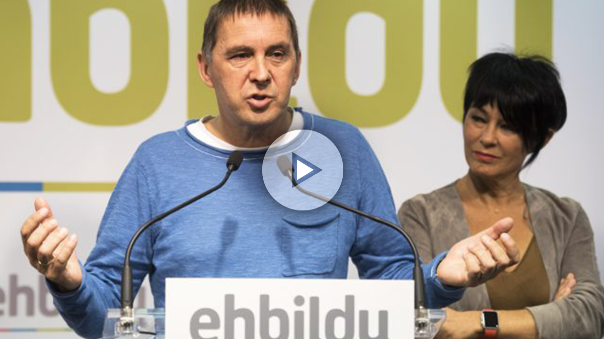 Arnaldo Otegi y Maddalen Iriarte. (Foto: AFP)