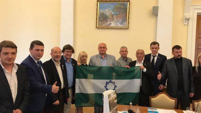 El presidente de la ANA, Pedro Ignacio Altamirano con bandera en Crimea (Foto: Facebook)