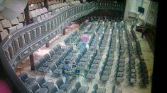 Miembros de la Asamblea Constituyente acompañados de militares toman el salón de sesiones de la opositora Asamblea Nacional. Foto: Twitter