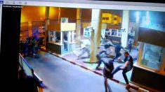 Las cámaras de seguridad filmaron el momento de la avalancha de inmigrantes en el paso fronterizo del Tarajal, entre Ceuta y Marruecos.