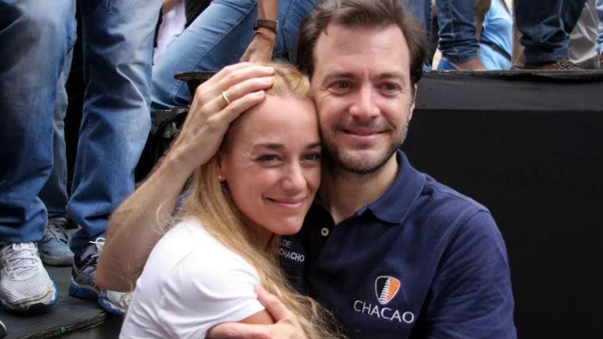 El alcalde opositor Ramón Muchacho junto a la líder opositora, y mujer del pero político Leopoldo López, Lilian Tintori.