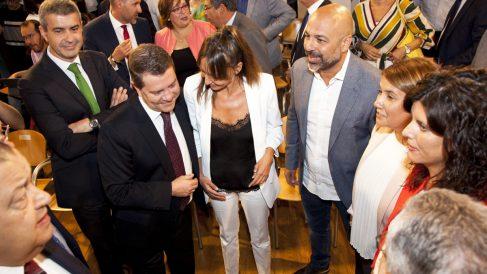Emiliano García-Page junto a Inmaculada Herranz y José García Molina. (Foto: EFE)