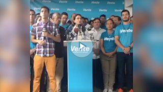 María Corina Machado, junto a la dirección de su partido Vente Venezuela, anunciando su desafío al resto de la MUD.