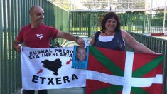 Los etarras Josune Balda y Jose Camacho, a su salida de la cárcel de Picassent (Valencia).