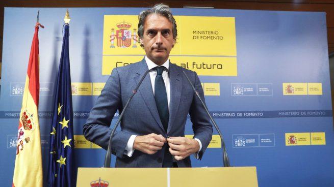 De la Serna admite que baraja que Policía y Guardia Civil asuman los embarques en El Prat