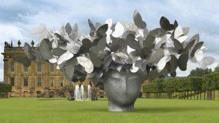 """Escultura de Manolo Valdés """"Butterflies""""."""