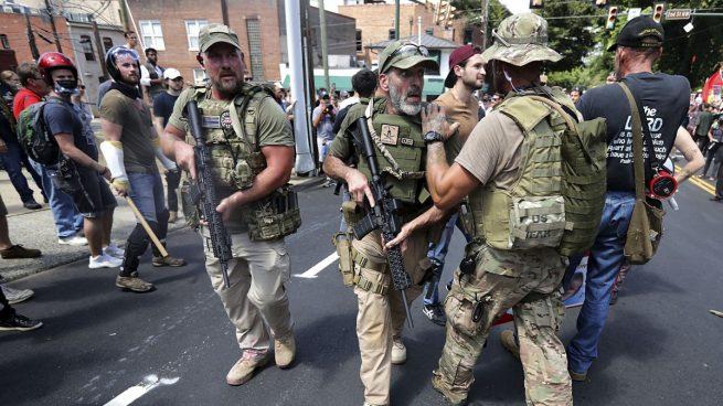 Al menos un detenido y ocho heridos por los enfrentamientos durante la marcha supremacista de Charlottesville