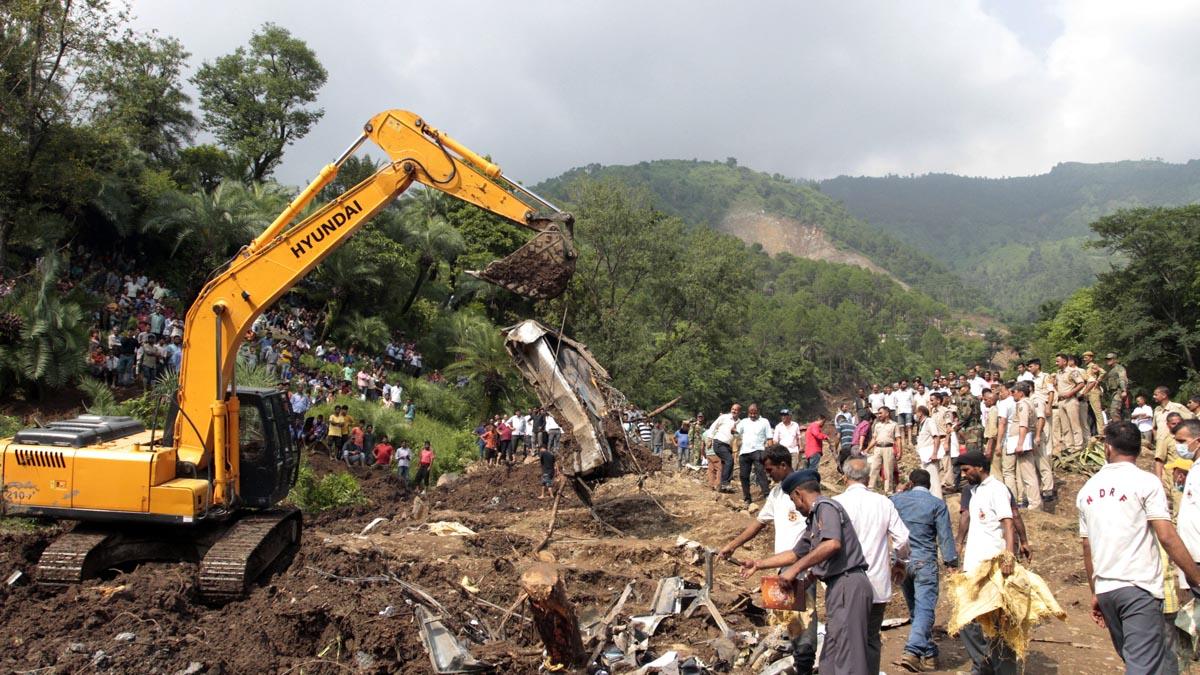 Retirada de escombros en India (Foto: AFP)