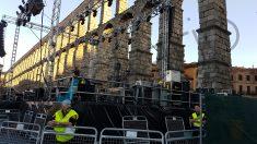 Montaje de un concierto frente al acueducto de Segovia.