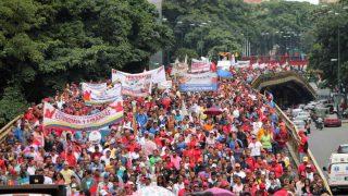 Miles de fieles al dictador Maduro, en las calles de Caracas en la llamada 'marcha antiimperialista'.