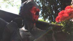 Profanan las estatuas de Lola Flores y de Antonio Flores en el Cementerio de La Almudena (Foto: Antonio Miguel Carmona)
