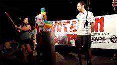 Juventusdes de la CUP apalean muñeco de Rajoy en Argentona