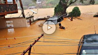 Las calles de Regent, junto a la capital Freetown (Sierra Leona), inundadas de lodo.