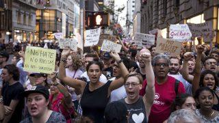 Protestas frente a la Torre Trump. (Foto: AFP)