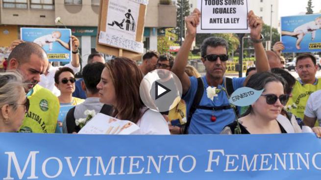 Protestas para que se resuelva la situación de Juana Rivas. (Foto: EFE)