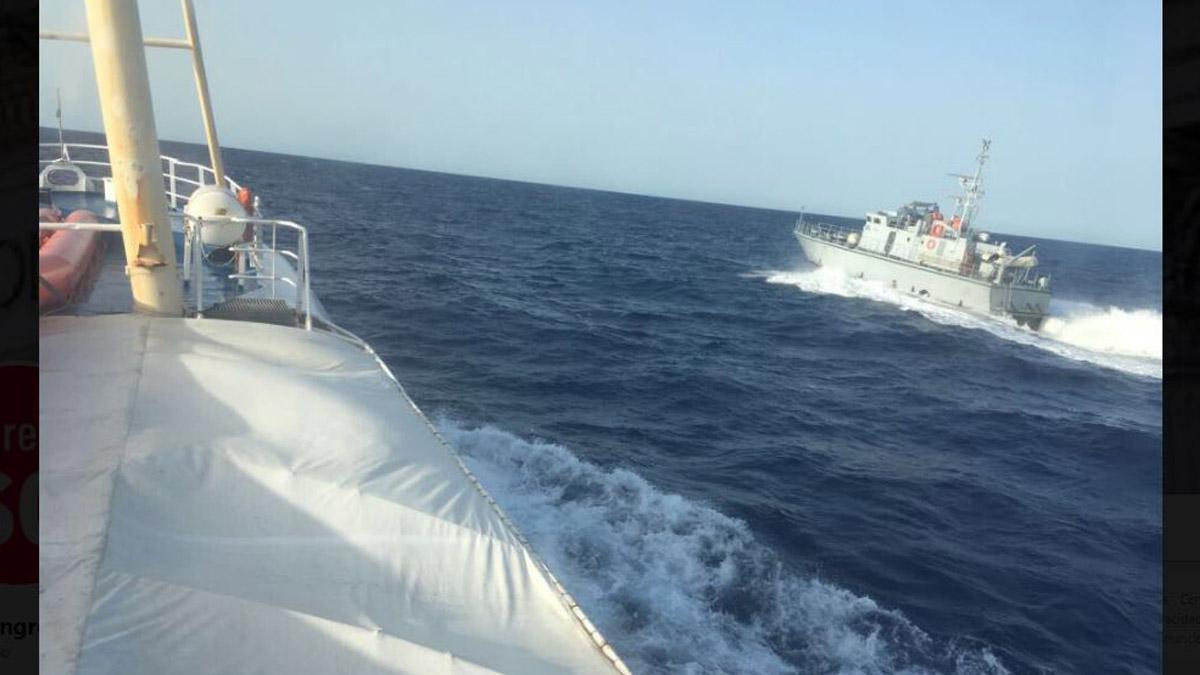 La patrullera libia que acechó a la embarcación española.