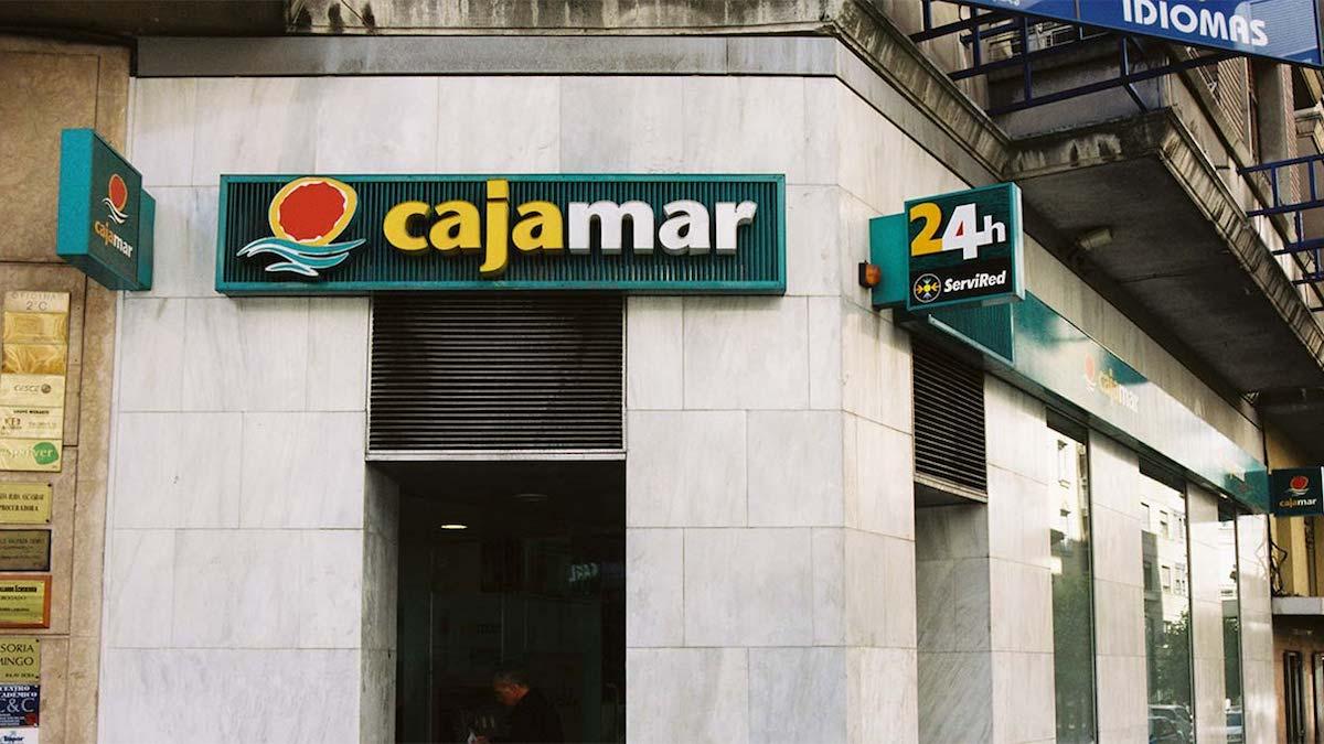 Cajamar eleva su beneficio un 25 y supera los 44 millones for Oficinas de cajamar