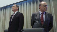 El presidente del Banco Central Europeo (BCE), Mario Draghi y el gobernador del Banco de España, Luis M. Linde . (Foto: EFE)