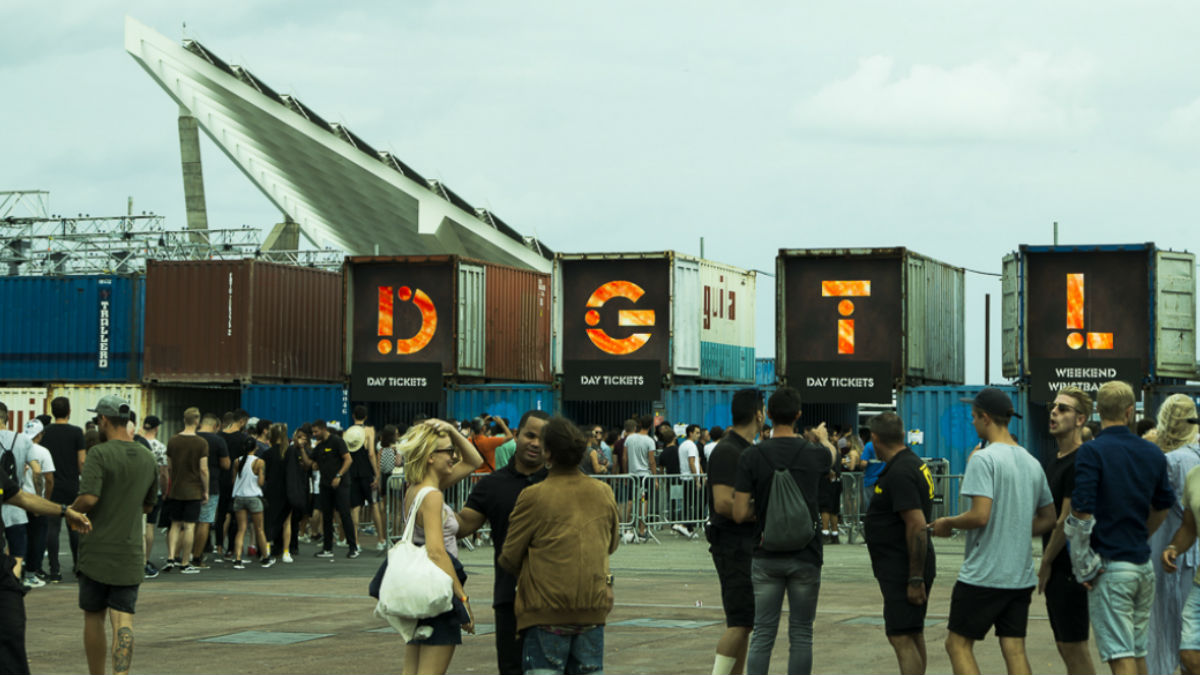 Entrada al festival DGTL en el Parc del Fòrum de Barcelona. Foto: Patricia Nieto