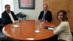 Oriol Junqueras reunido con el embajador de Eslovaquia, Vladimir Gràcz y la directora de Relaciones Exteriores, Marina Borrell. (Foto: Twitter)