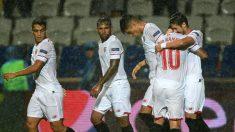 Los jugadores del Sevilla celebran el gol de Escudero. (AFP)