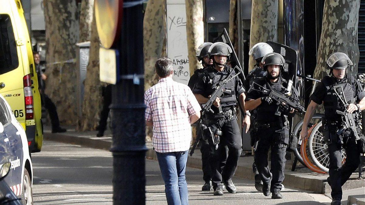 VARIOS MUERTOS Y VEINTE HERIDOS EN EL ATROPELLO MASIVO DE BARCELONA