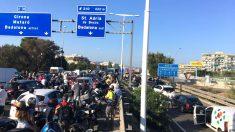Colapso de vehículos, esta tarde, en una de las salidas de Barcelona.