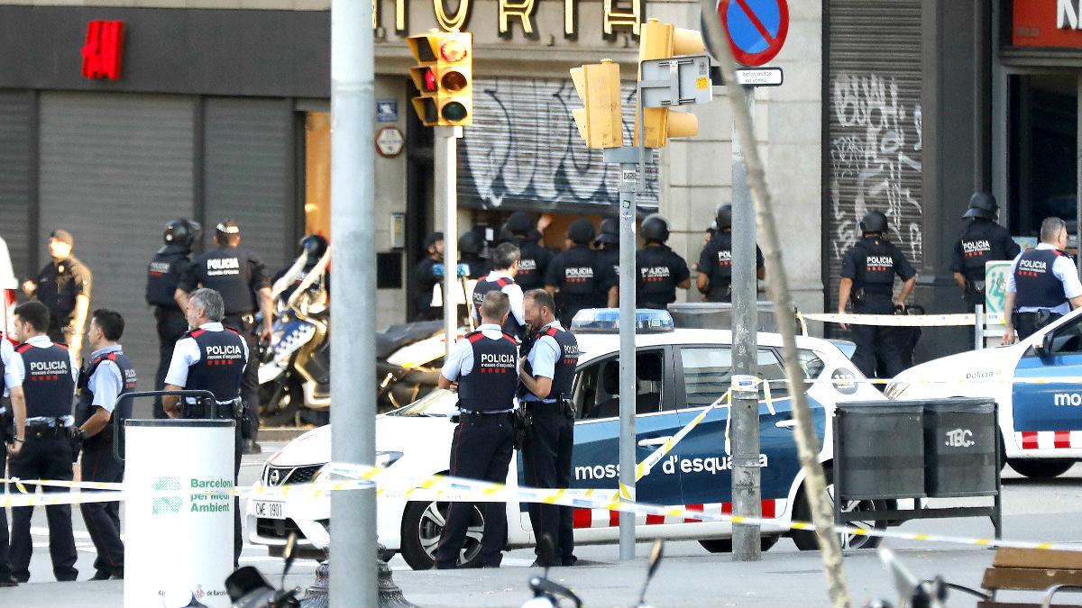 Los Mossos en el lugar del atentado (Foto: Efe).