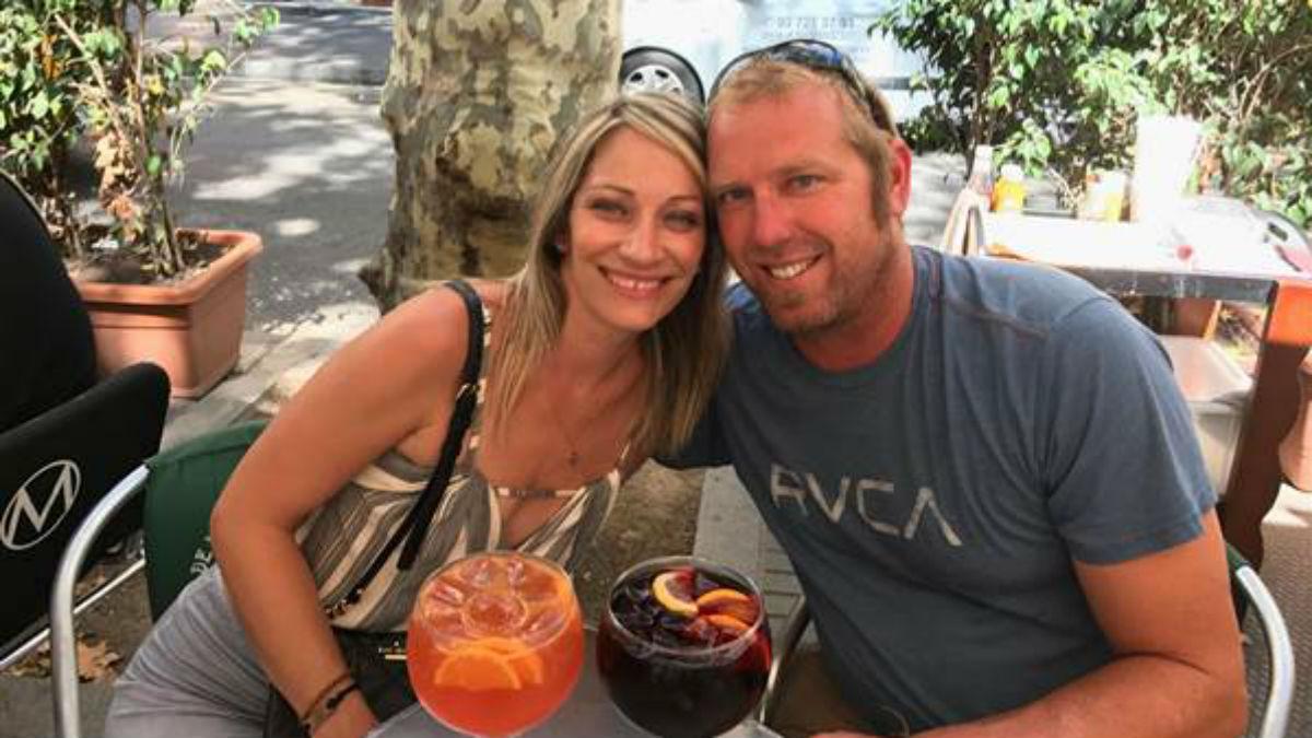 Heidi Nunes y Jared Tucker, una hora antes del atentado, sentados en una terraza de La Rambla de Barcelona.