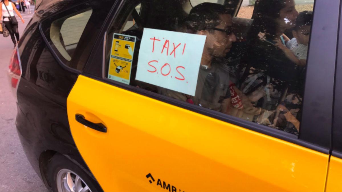 Taxis solidarios en Barcelona. (Foto: Twitter)