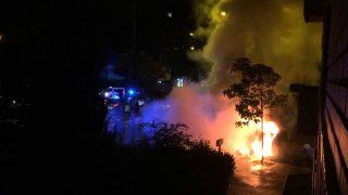 Un incendio provocado por la quema de contenedores en Madrid.