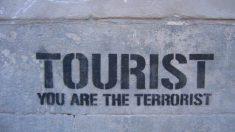 Pintada de la campaña de Endavant y Arran contra el turismo en Cataluña.