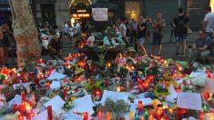 Homenaje a todas las víctimas del atentado en Las Ramblas. (Foto: Nuria Val)