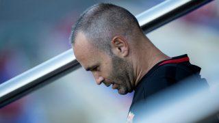 Iniesta cabizbajo, tras la Supercopa de España. (AFP)