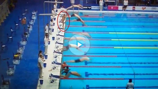 Un nadador español guarda un minuto de silencio mientras el resto competía