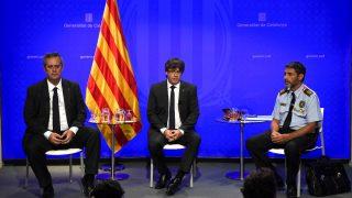 Forn, Puigdemont y Trapero (Foto: AFP).