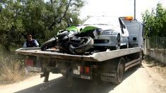 Retiran el coche y la moto, propiedad de dos de los terroristas, hallados junto al chalé de Alcanar (Tarragona) (Foto: EFE).