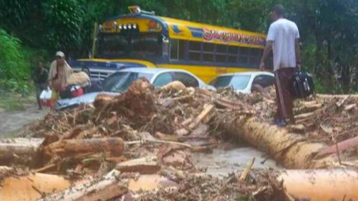 Las fuertes lluvias han provocado cortes en las carreteras del norte de Venezuela.