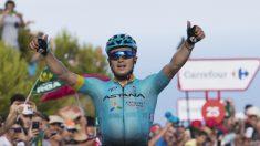 Alexey Lutsenko celebra su victoria en la quinta etapa de la Vuelta a España. (AFP)