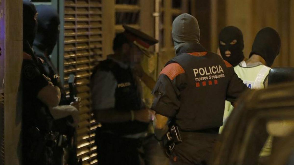 Agentes del GEI Grupo Especial de Intervención Foto: EFE