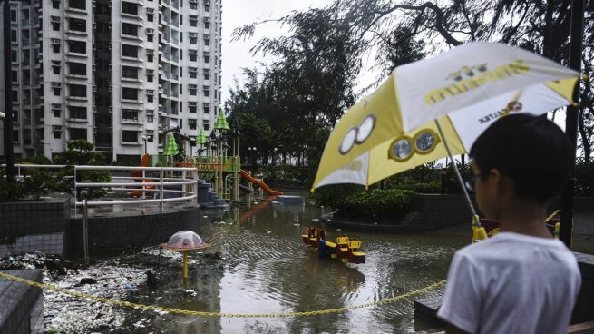 Al menos siete muertos por el paso del tifón Hato por Macao y Hong Kong