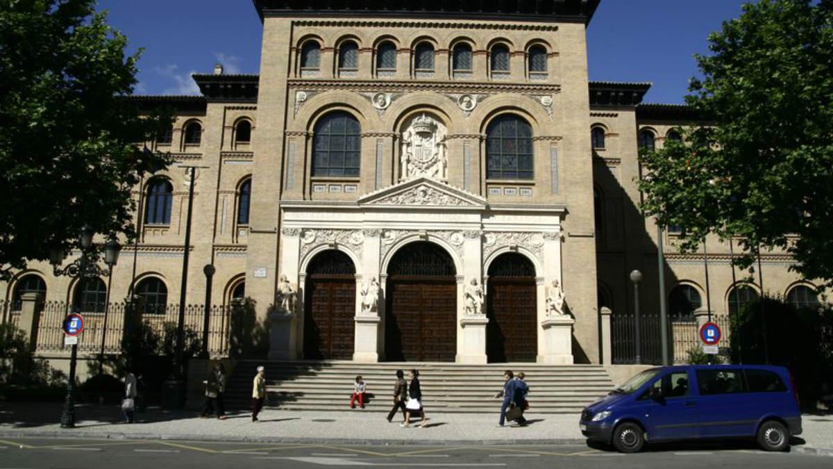 Fachada de la Universidad de Zaragoza.