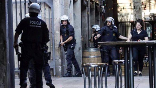 La CUP y Colau quisieron eliminar al cuerpo policial que salvó a Barcelona de una gran tragedia