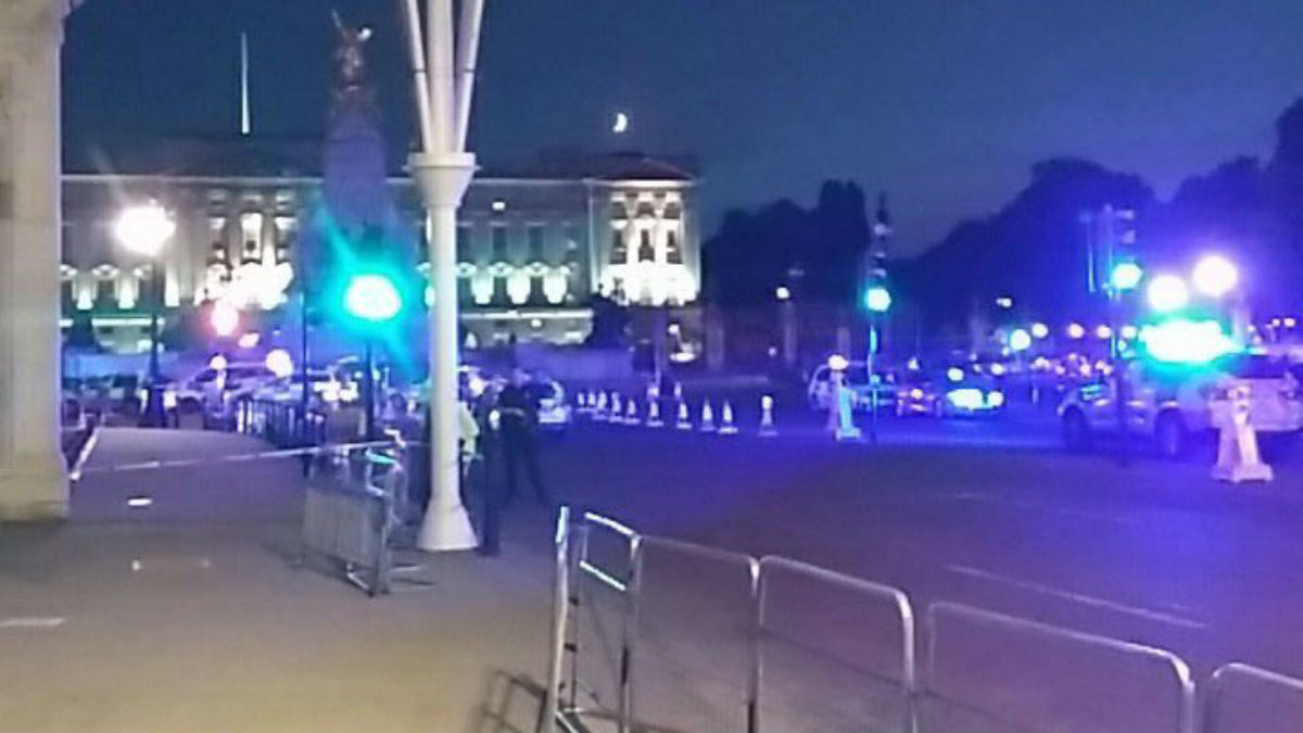 Cordón policial junto a Buckingham Palace (Foto: AFP)