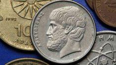Aristóteles falleció en el exilio, a la edad de 62 años.
