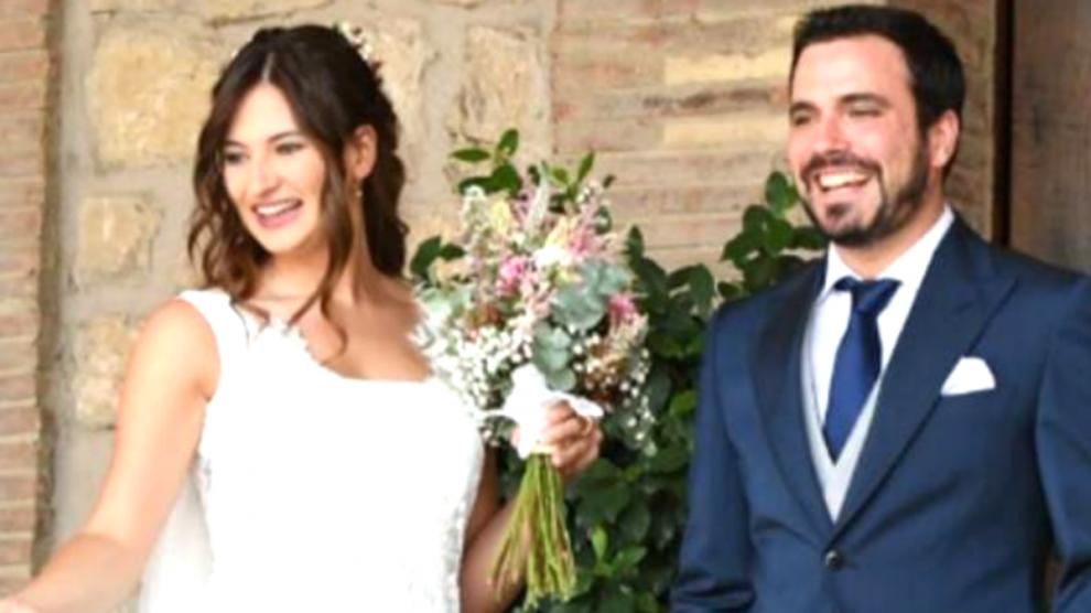 Anna Ruiz y Alberto Garzón, durante la ceremonia.